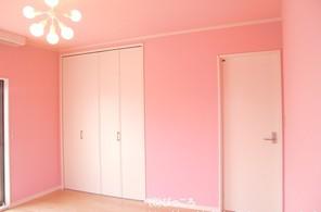 ピンクの壁紙のお部屋①