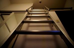 ロフトへの梯子