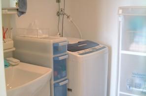 白と水色の洗面所