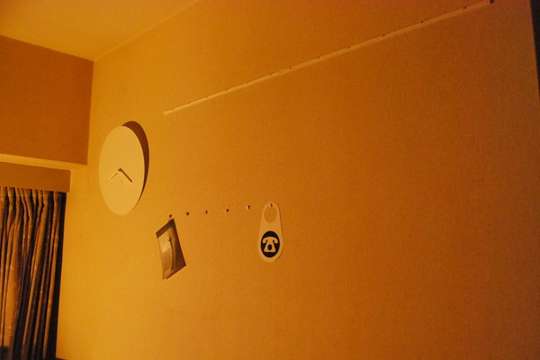 自作の時計と壁面フック
