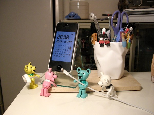 iphoneホルダーとペン立て
