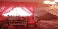 ピンクフリルカーテン