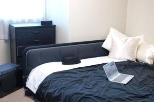 モノトーンのベッドルーム