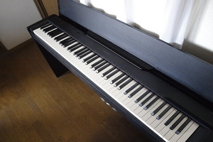 リビングのピアノ