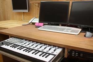 自宅スタジオ 引き出し鍵盤